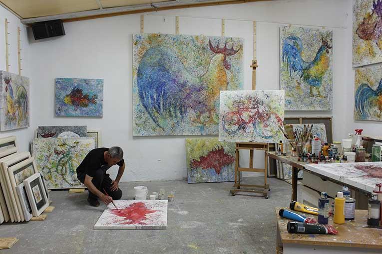 Pintando en el estudio del artista Crespí Alemany