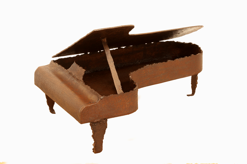 Escultura de hierro piano